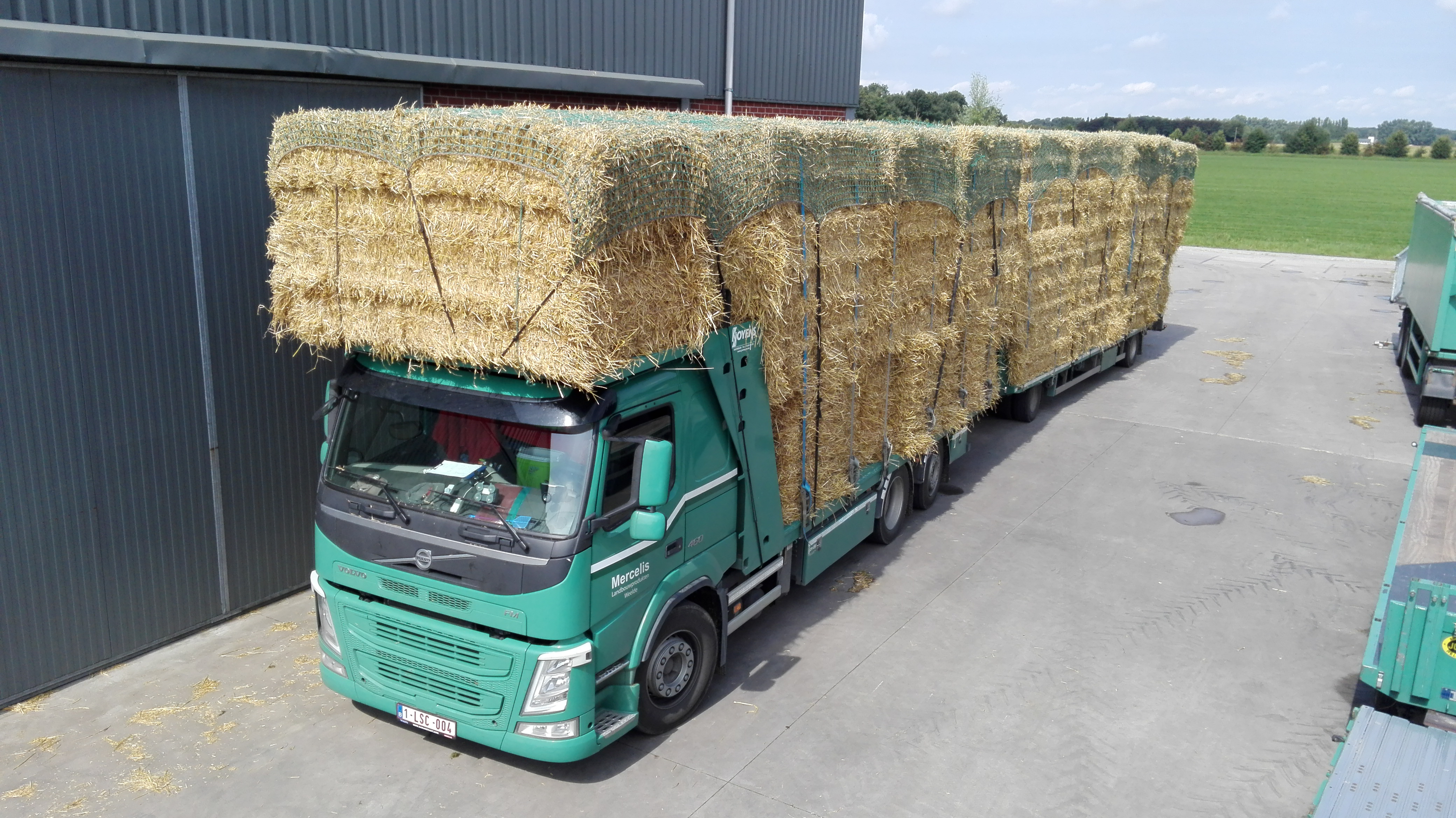 Vrachtwagen met stro